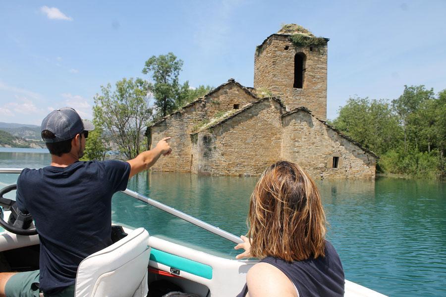 Aguas tranquilas: Paseos en barco, canoas y banana loca
