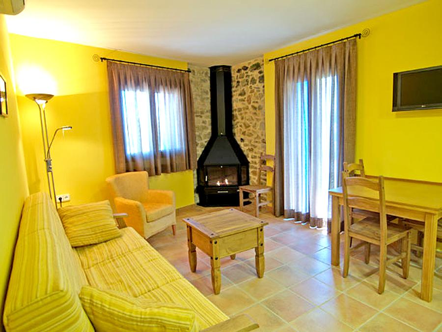Casa-Bernat-ap-verano-salon-chimenea